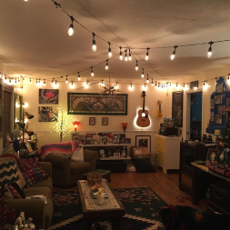 Hippie Hut Den